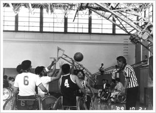 発足当時の「第10回朝日九州車いすバスケットボール選手権大会」の写真